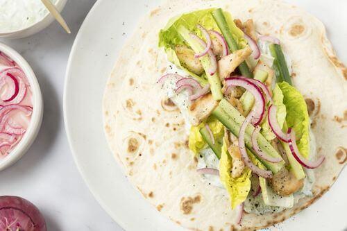 Griekse wrap met kip en tzatziki