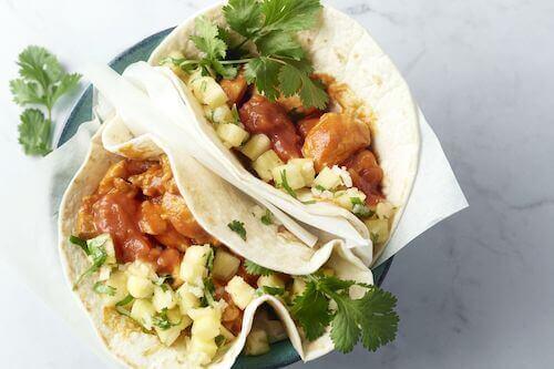Taco's met kip en ananassalsa