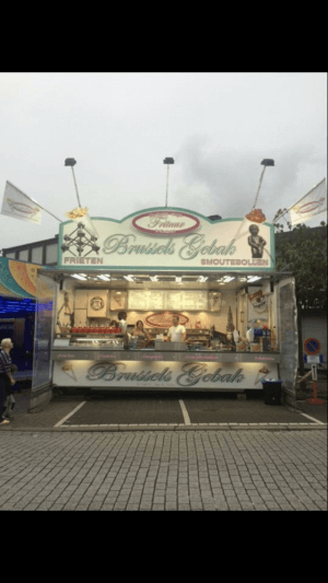 ' Brussels gebak kermis gastronomie: Verse frieten & snacks -oliebollen