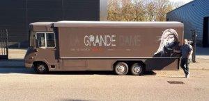 ' Friday at Five, La grande dame
